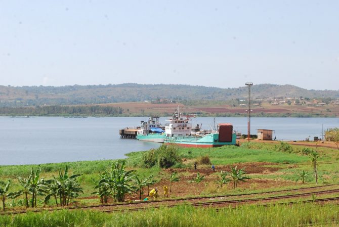 Ripon landing site on Lake Victoria. Cultivating the lake's buffer zone accelerates soil erosion. Nutrients-loaded runoff washes down to the lake causing Eutrophication. © Imran Ahimbisibwe-EPIC 2016